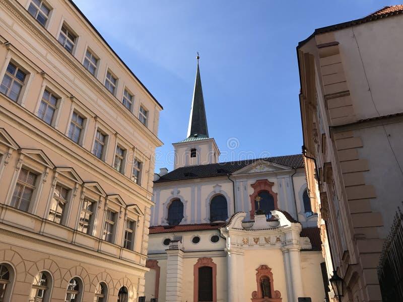Kyrka av St Thomas i Prague arkivbild