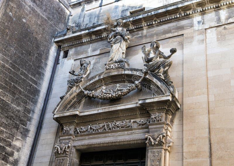 Kyrka för ingång för Closeupsiktssida av helgonet Irene, Lecce fotografering för bildbyråer