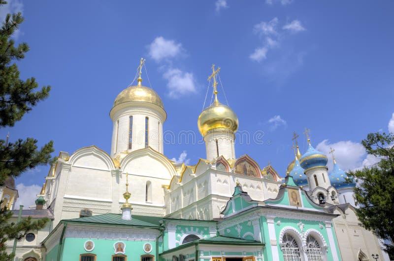 Kyrka för Nikon ` s och domkyrkan av Treenighet St Sergius Lavra för helig Treenighet arkivfoto