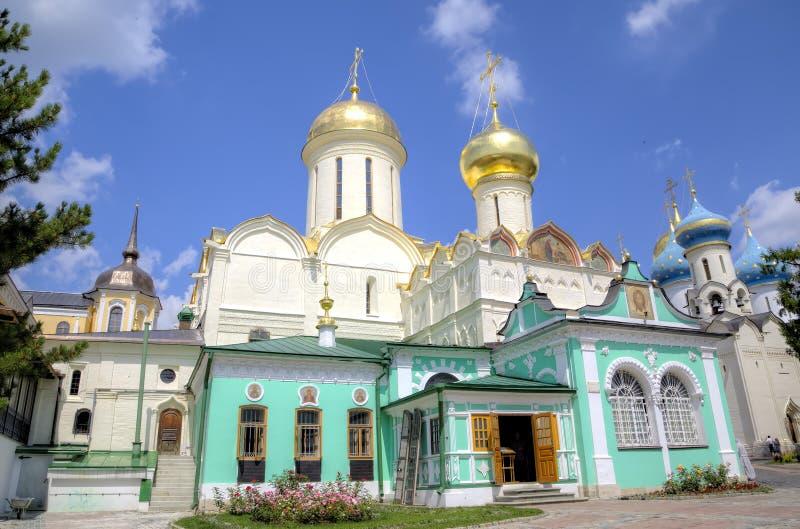 Kyrka för Nikon ` s och domkyrkan av Treenighet St Sergius Lavra för helig Treenighet arkivbilder