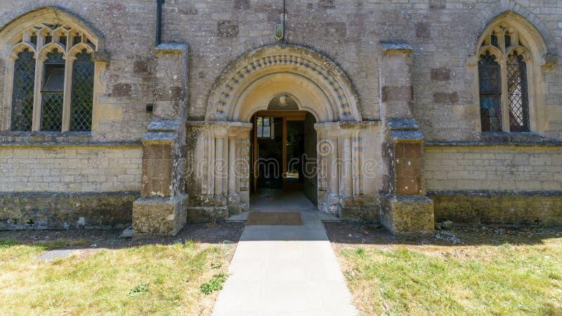 Kyrka för St Christopher ` s - Norman Arch royaltyfri fotografi