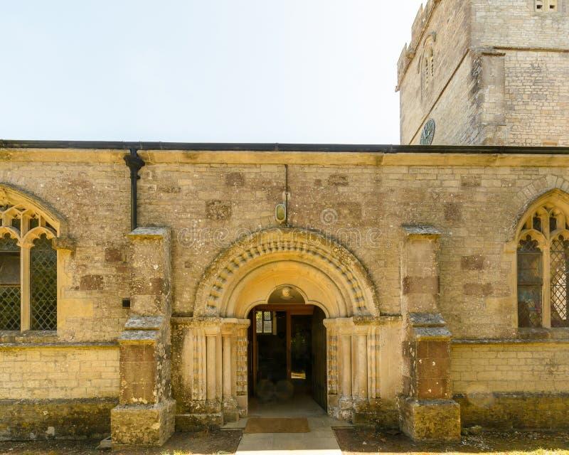 Kyrka för St Christopher ` s - Norman Arch norr fasad arkivbild