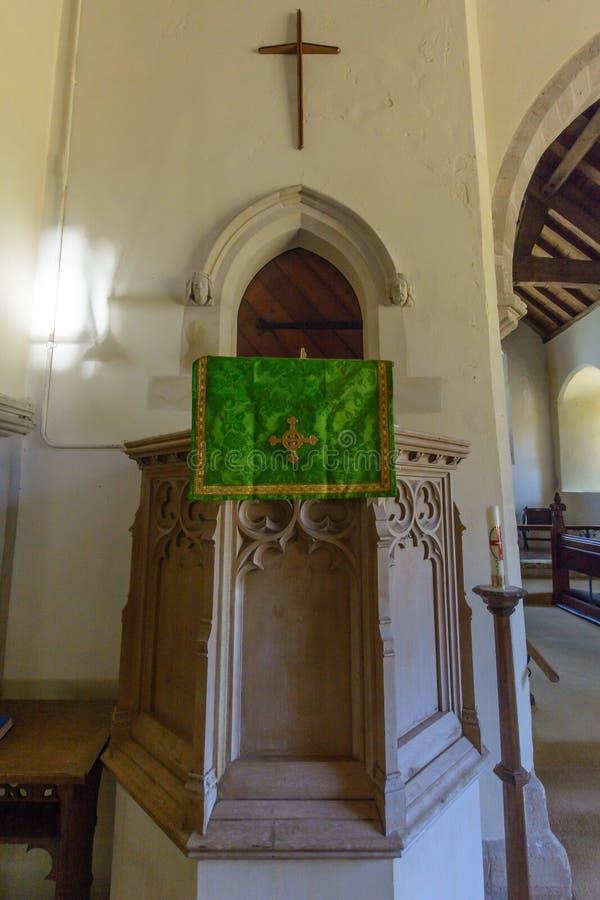 Kyrka för St Christopher ` s - predikstol fotografering för bildbyråer