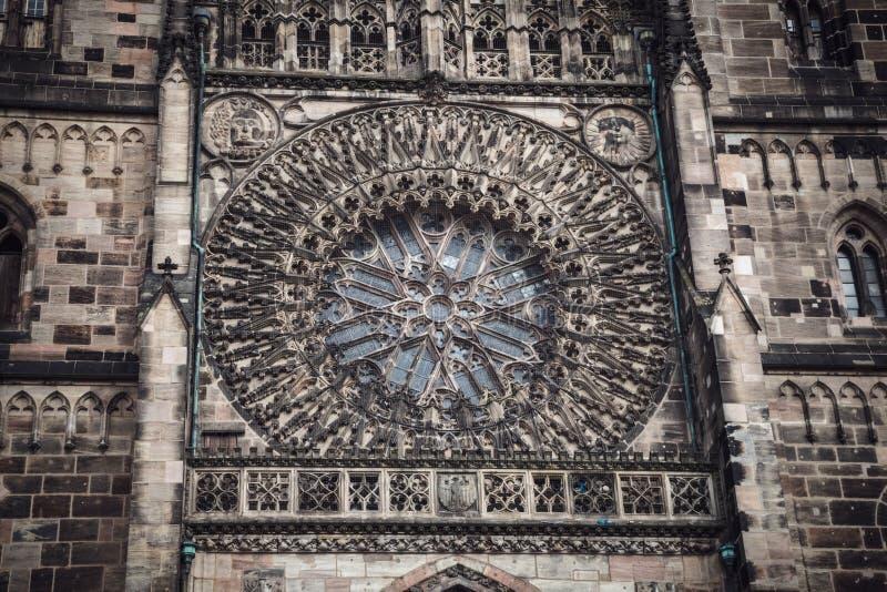 Kyrka för St Lorenz, Nuremberg, Tyskland Tvillingbroderdomkyrka fotografering för bildbyråer