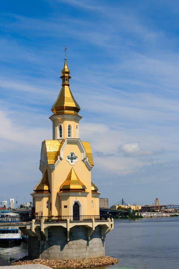 Kyrka för St Nicholas Wondermaker på vattnet i Kiev royaltyfria foton