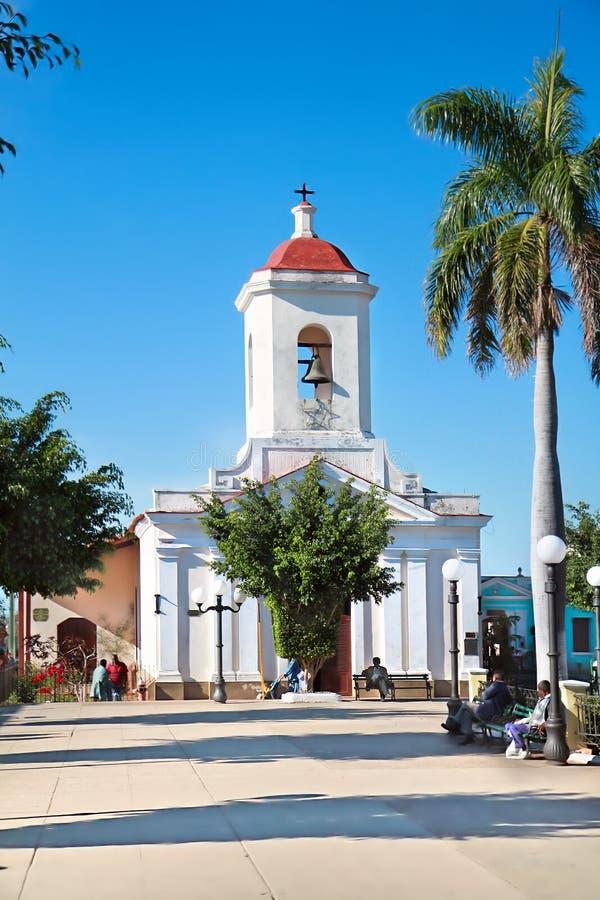 Kyrka i den Cespedes fyrkanten av Trinidad royaltyfri fotografi