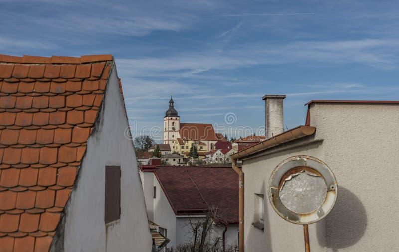 Kyrka i den Rudolfov staden nära Ceske Budejovice arkivbilder