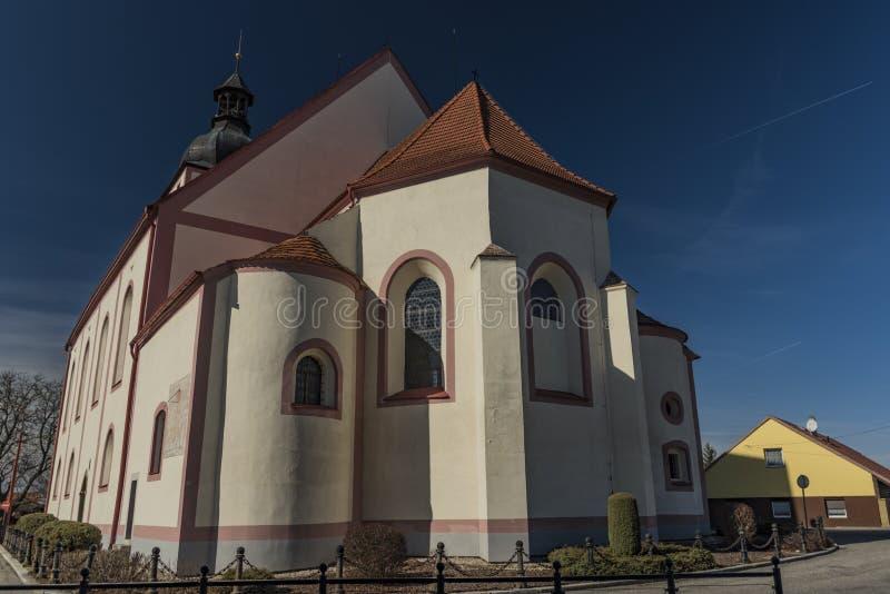 Kyrka i den Rudolfov staden nära Ceske Budejovice royaltyfria foton