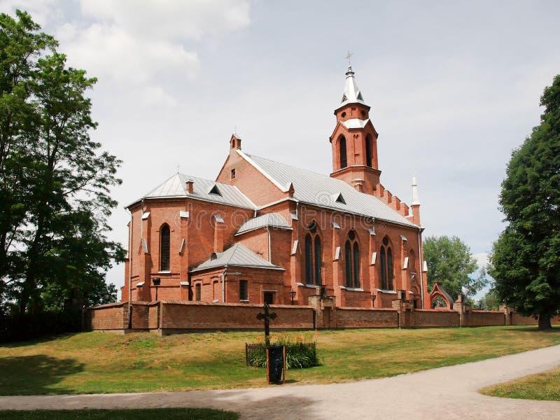 Kyrka i Kernave. Litauen royaltyfria bilder