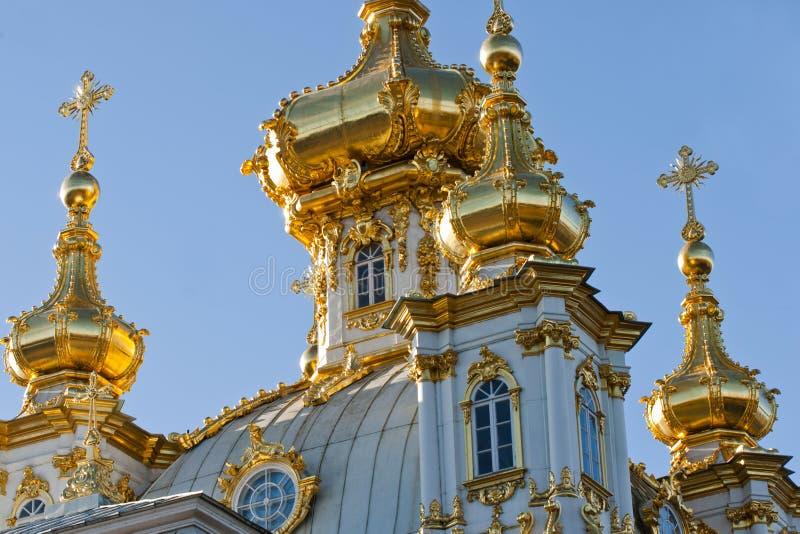 Kyrka i Peterhof i St Petersburg, Ryssland royaltyfri fotografi