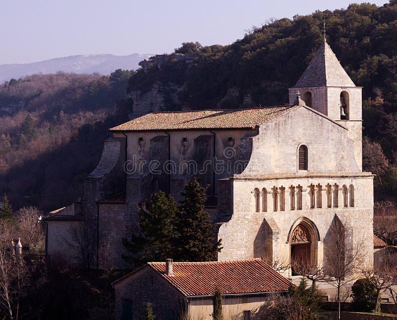 Kyrka i Provence royaltyfri foto