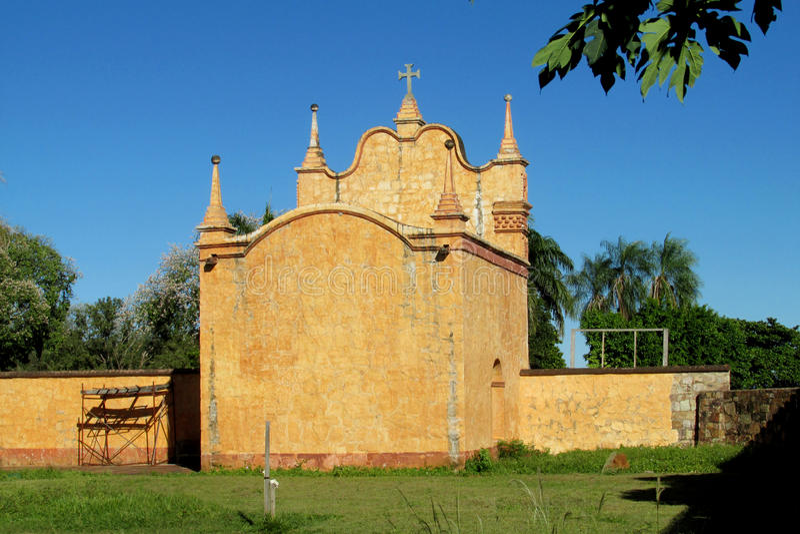 Kyrka i Puerto Quijarro, Santa Cruz, Bolivia arkivbild