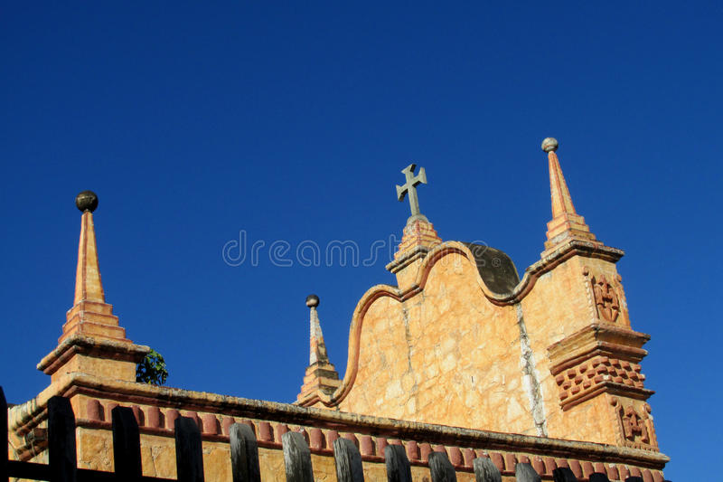 Kyrka i Puerto Quijarro, Santa Cruz, Bolivia royaltyfri bild