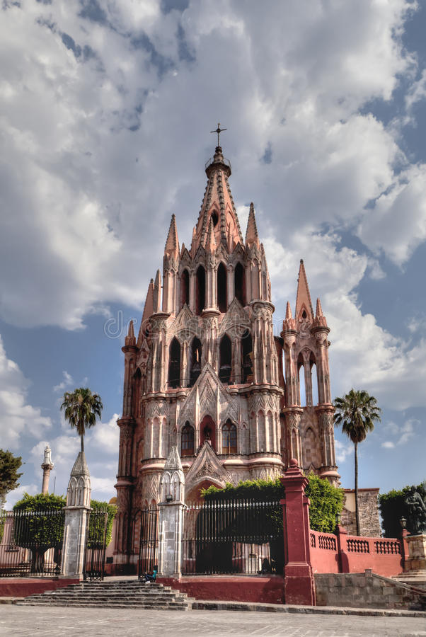 Kyrka i San Miguel de Allende arkivfoton