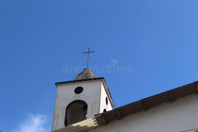 Kyrka i skyen arkivfoton