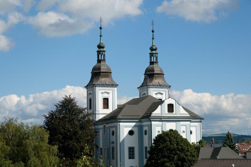 Kyrka i staden Zamberk, Tjeckien arkivfoto