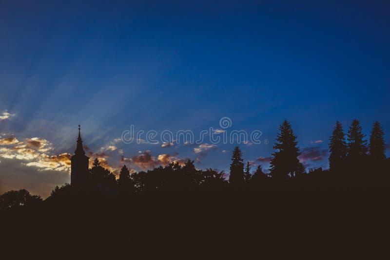 Kyrka i vänster sida arkivfoton