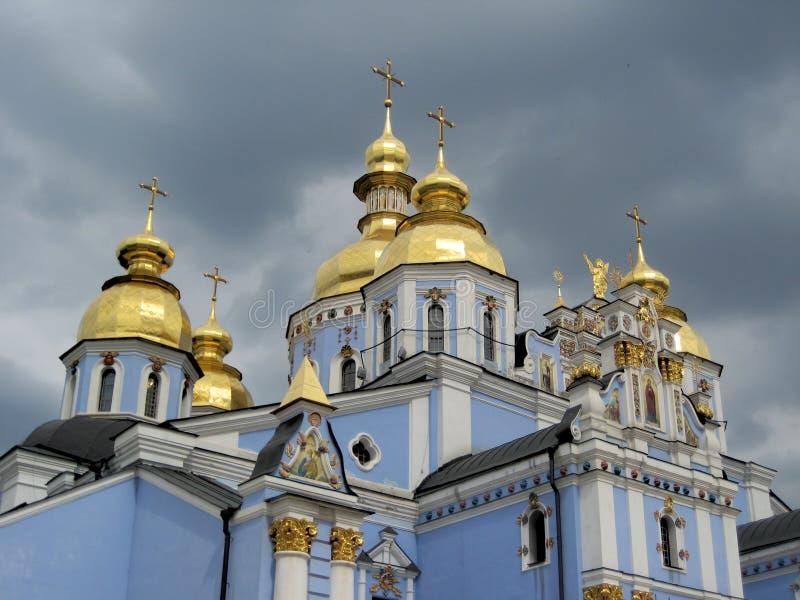 Kyrka (kupoler) arkivbild