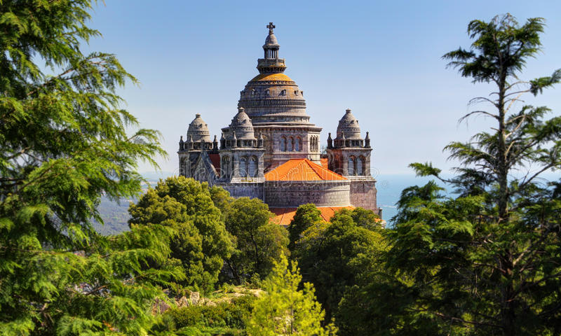 Kyrka nära Viana do Castelo, Portugal royaltyfria foton