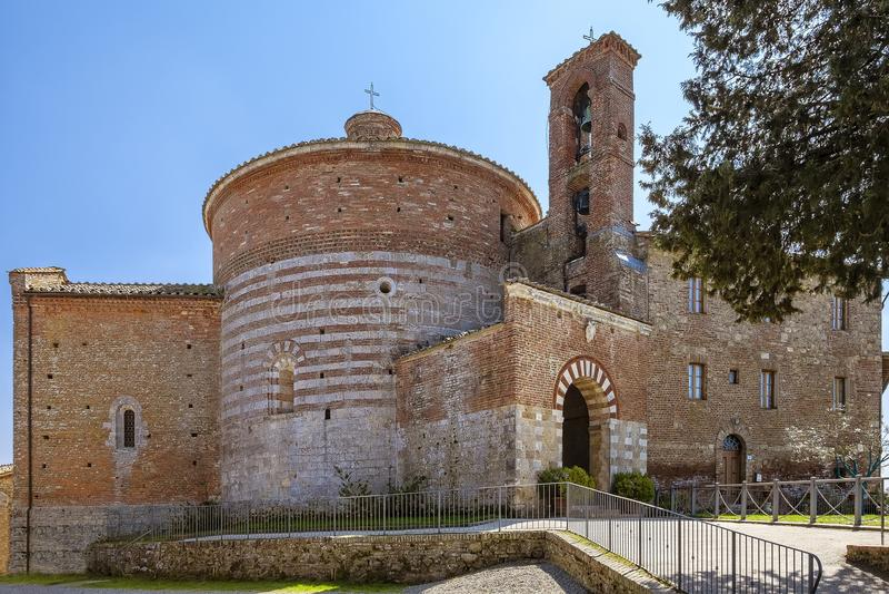 Kyrka och kapell av Montesiepi, Tuscany, Italien arkivfoton