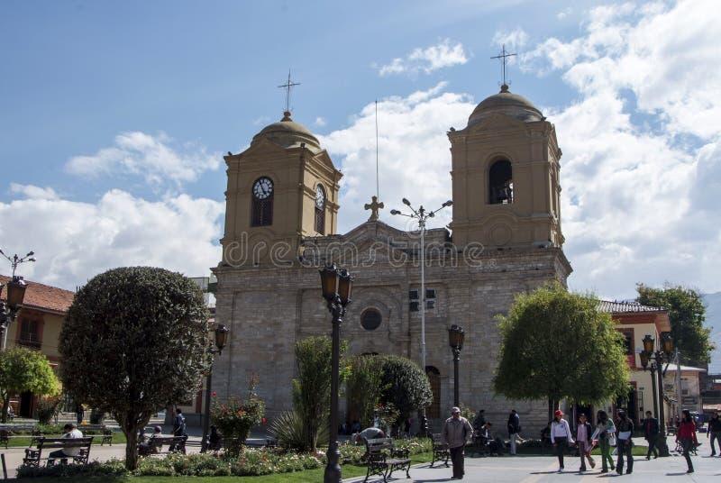 Kyrka och plaza de Huancayo Med en bunt framåt arkivbild