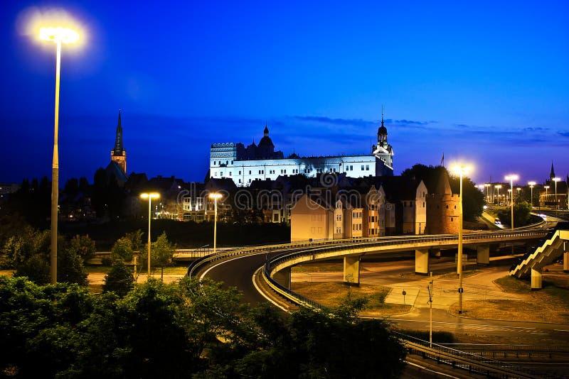 Kyrka och slott fotografering för bildbyråer