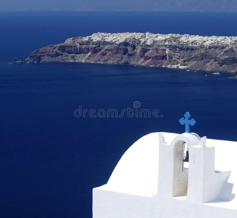 Kyrka på den Santorini ön arkivbild