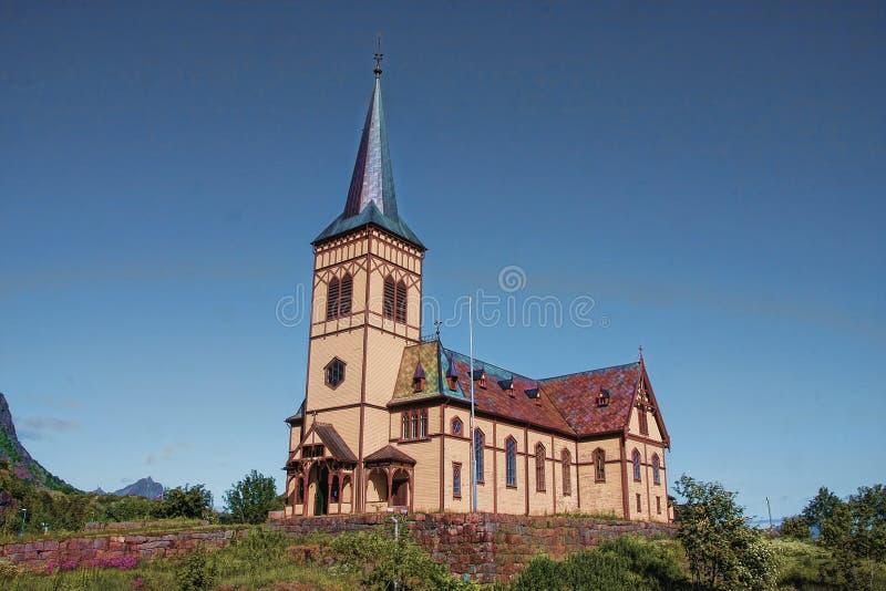 Kyrka på en kulle, Norge arkivfoto
