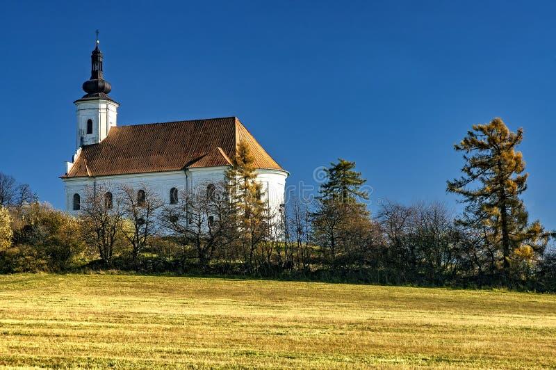 Kyrka på kullen royaltyfri foto