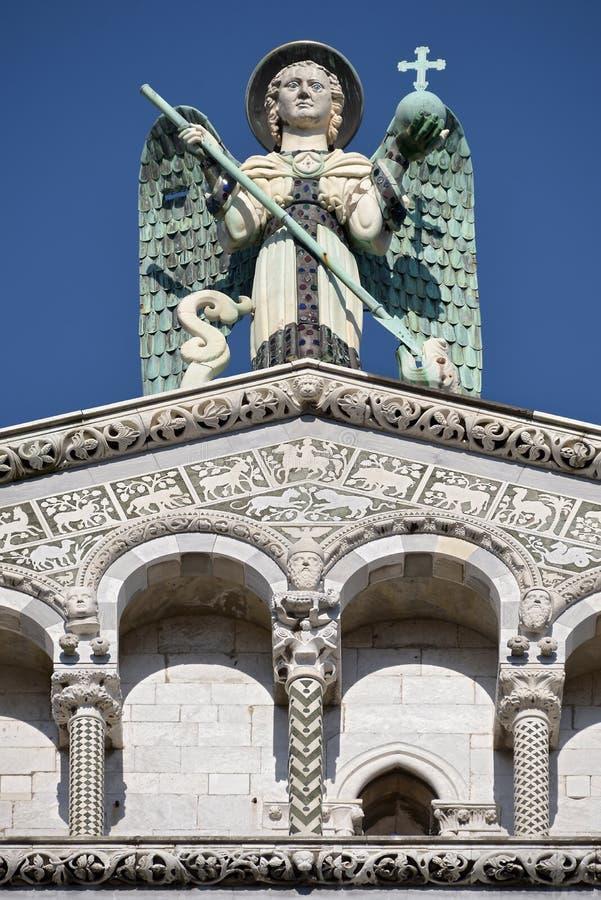 Kyrka på Lucca i Italien arkivbilder