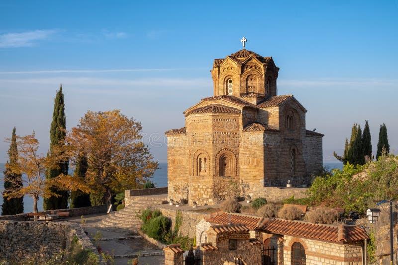 Kyrka på sjön Ohrid arkivfoto