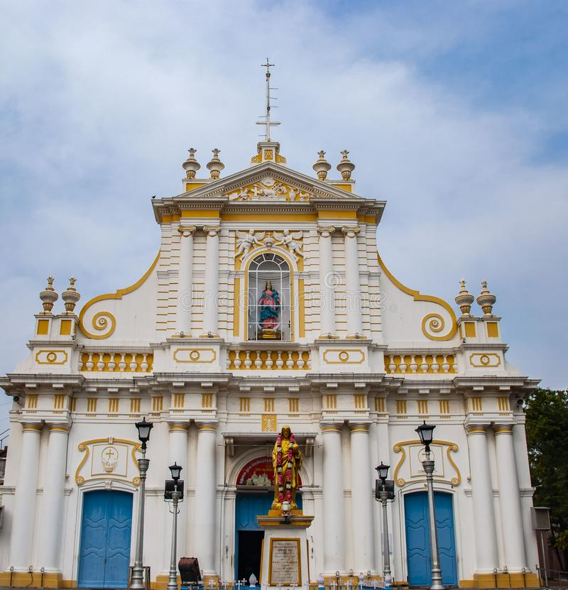 Kyrka Pondicherry i Indien royaltyfria foton