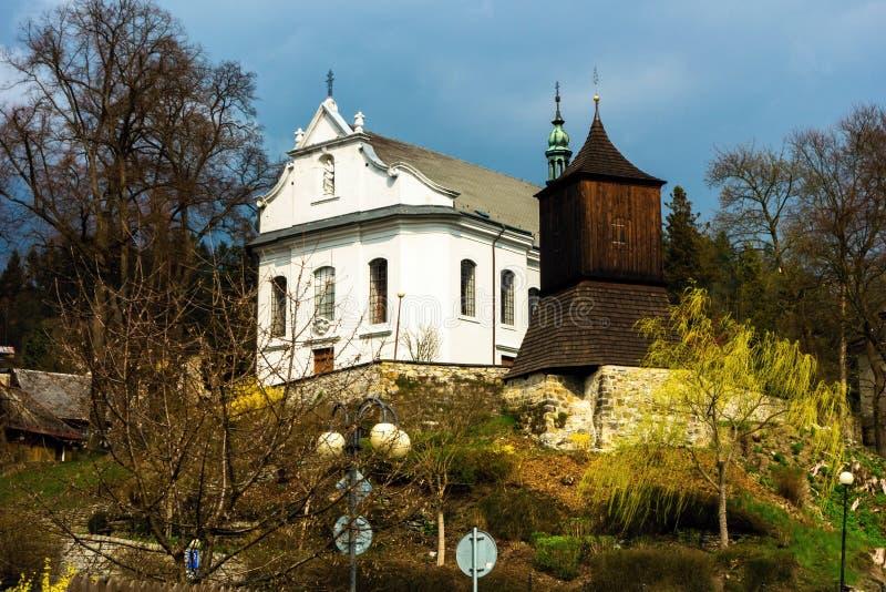 Kyrka St James, det större, Zelezny Brod royaltyfri foto