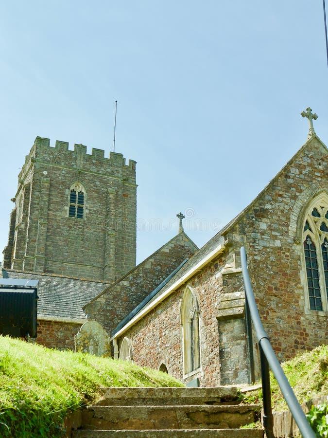 kyrka till långt arkivfoto