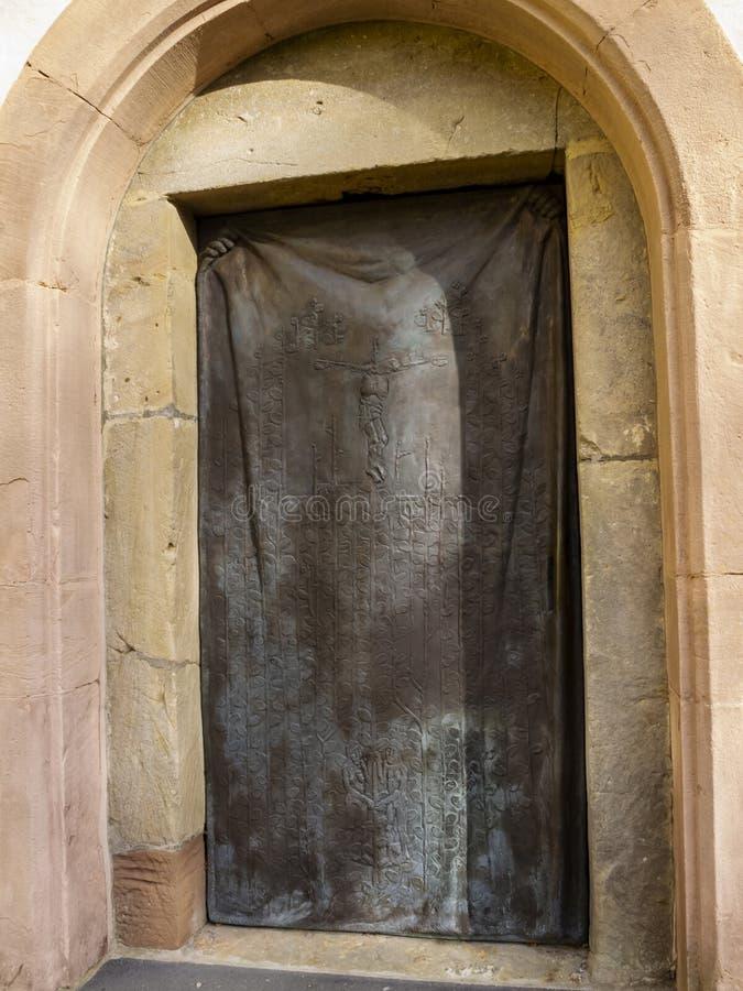 Kyrkadörr av den Steinfeld basilikan på Steinfeld i Kall, norr Rhen-Westphalia Tyskland, yttre sikt royaltyfri foto