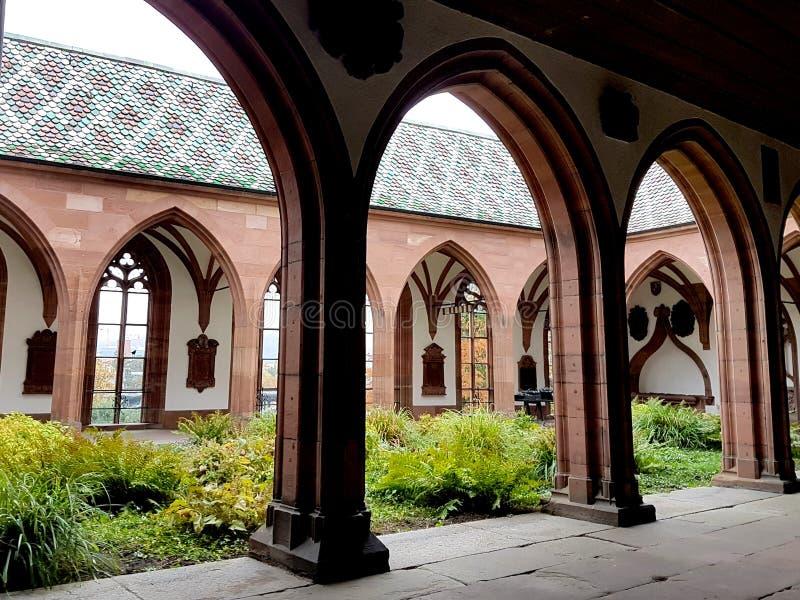 Kyrkag?rd i Munster, Basel, Schweiz arkivbilder
