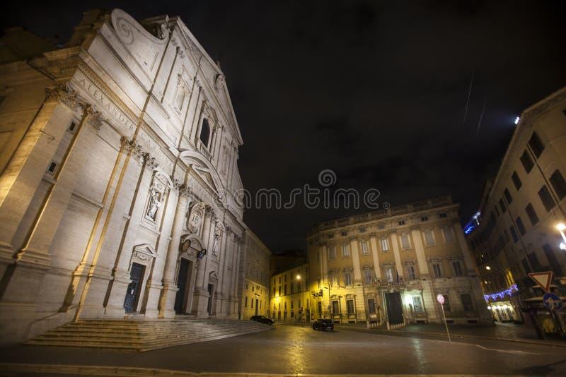 Kyrkan av den Gesà ¹en och historiska byggnader i Rome, Italien natt arkivfoto