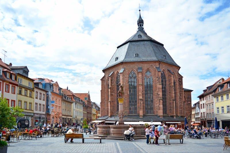 Kyrkan av den heliga anden kallade 'Heiliggeistkirche 'i tysk på marknadsplatsen i historiskt centrum på solig dag royaltyfria bilder
