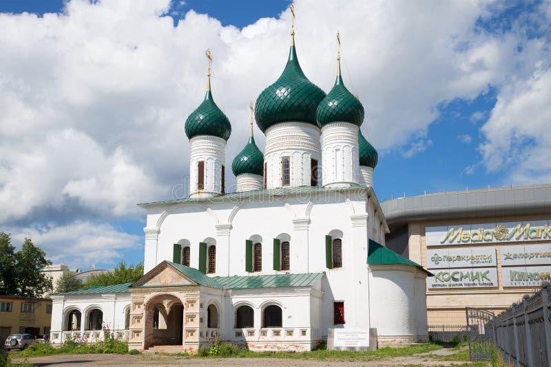Kyrkan av den uppstigningmolnjuli eftermiddagen, Yaroslavl, Ryssland arkivfoton