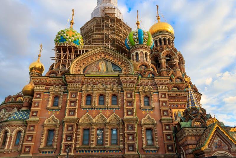 Kyrkan av frälsaren på Spilled blod eller domkyrkan av uppståndelsen av Kristus är en av de huvudsakliga sikten av St Petersburg, royaltyfri fotografi
