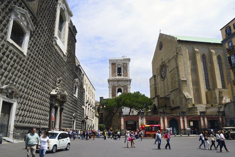 Kyrkan av Gesu Nuovo och basilikakyrkan av Santa Chiara royaltyfria bilder