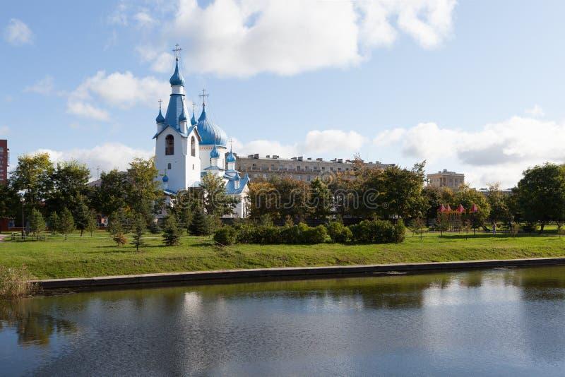 Kyrkan av Kristi födelsen i Pulkovoen parkerar St Petersburg Ryssland royaltyfria foton