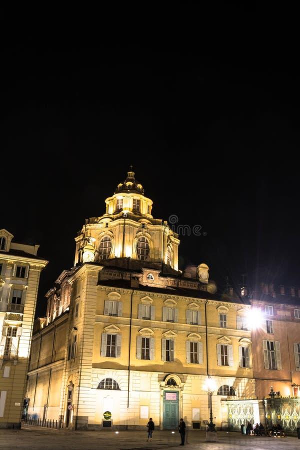 Kyrkan av San Lorenzo vid natt, Turin arkivfoton