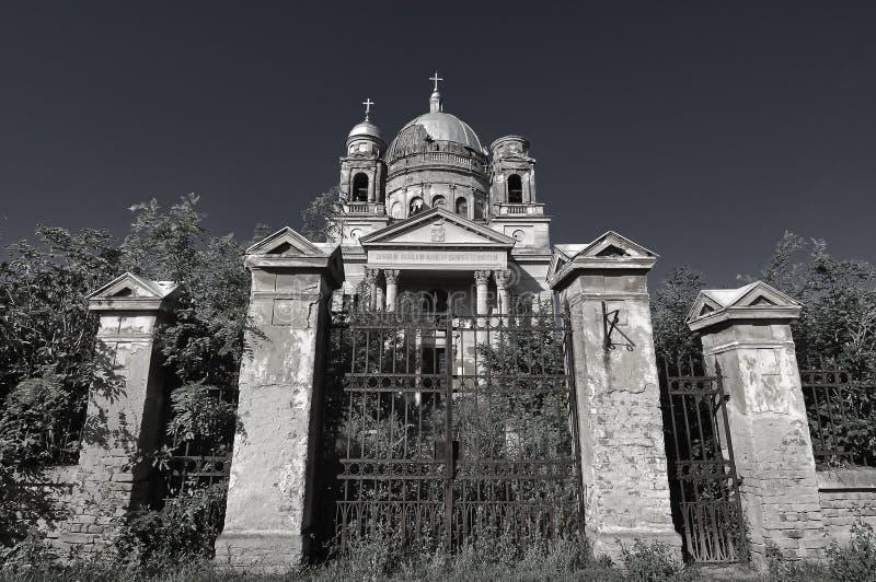Kyrkan fördärvar - Bobda, Rumänien royaltyfria bilder