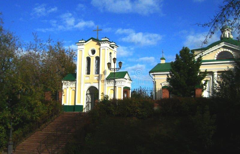 Kyrkan i den Siberian staden av Tomsk royaltyfri bild