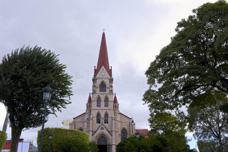 Kyrkan och parkerar i San Jose royaltyfria bilder