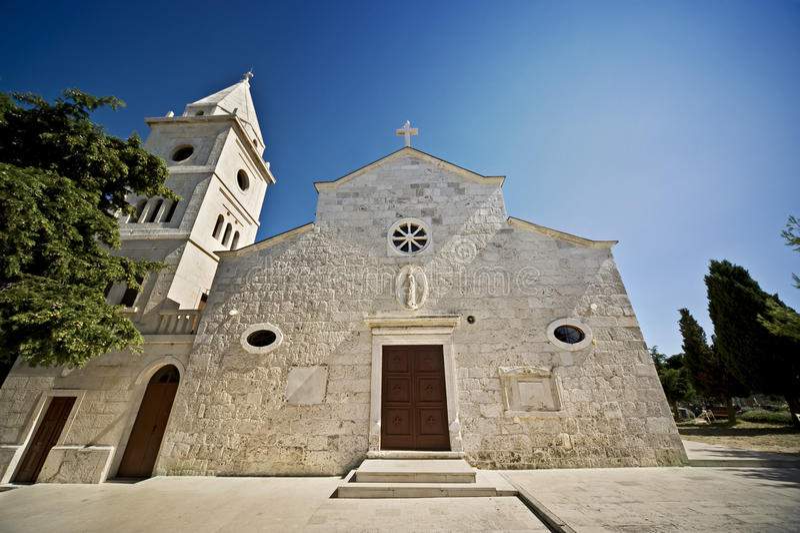 Kyrkan primosten in arkivfoto