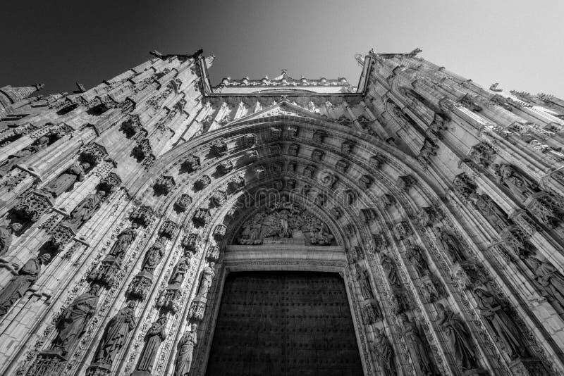 Kyrklig båge i svartvita Seville royaltyfria bilder