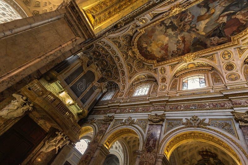 Kyrklig Chiesa San Luigi dei Francesi i Rome, Italien royaltyfria foton