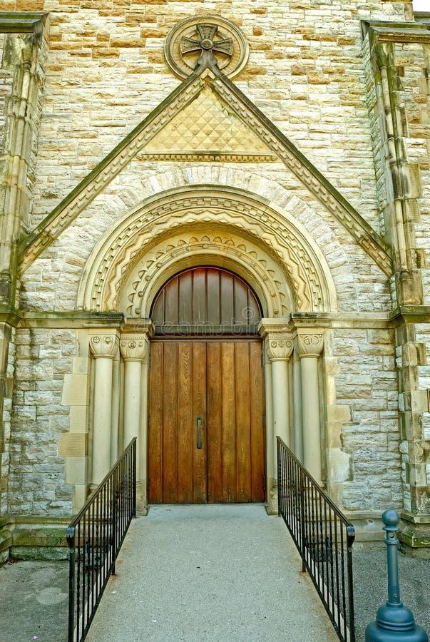 kyrklig dörröppning royaltyfria bilder